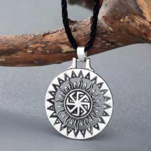 Молот бога Тора - легендарное оружие родом из Скандинавии. Значение амулетов и тату с изображением молота Тора
