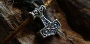 Молот Тора – амулет, который обладает силой